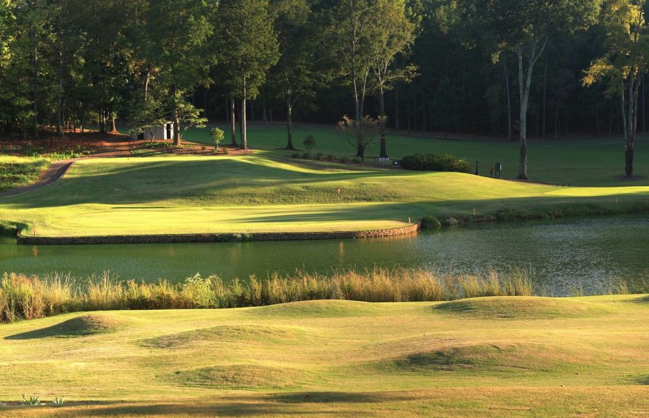 Photo of the 12th green at the UGA Golf Course.